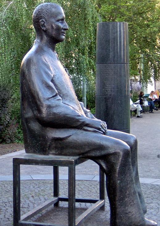 Bertolt Brecnt - estatua