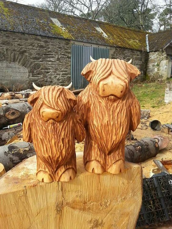 Gary Shand Chainsaw Sculpture - Scottish Bouncers - obras artísticas